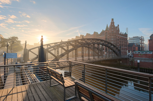Back Lit「Germany, Hamburg, Speicherstadt at sunrise」:スマホ壁紙(18)