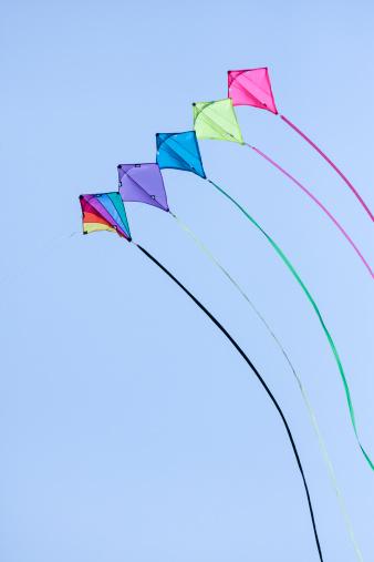 Freedom「Germany, Hamburg, colourful kites, blue sky」:スマホ壁紙(15)