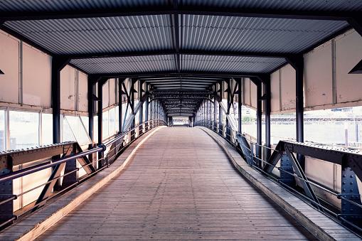 Footbridge「Germany, Hamburg, Uebersee bridge, landing pier」:スマホ壁紙(13)