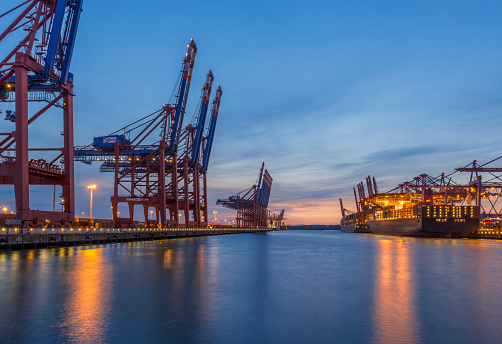 Crane - Construction Machinery「Germany, Hamburg, Waltershof, Container harbour in the evening」:スマホ壁紙(16)