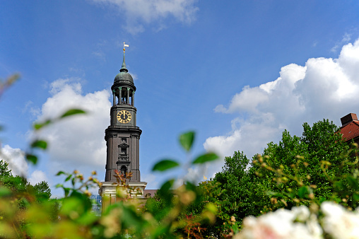 Focus On Background「Germany, Hamburg, tower of St. Michaelis Church」:スマホ壁紙(14)
