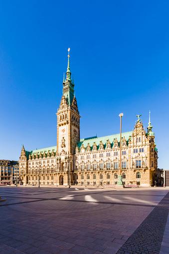 Town Square「Germany, Hamburg, city hall market with city hall」:スマホ壁紙(17)