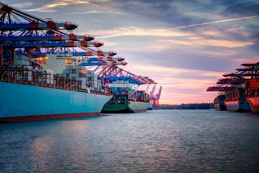 Pier「Germany, Hamburg, container ships in harbor」:スマホ壁紙(3)