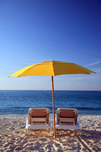 Sunshade「Sunchairs and umbrella on Carribean Beach」:スマホ壁紙(14)