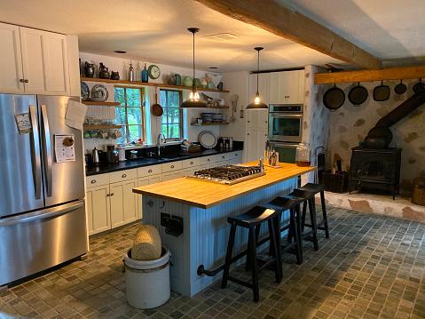 Island「Modern Farmhouse, rustic kitchen with island and stone flooring.」:スマホ壁紙(12)