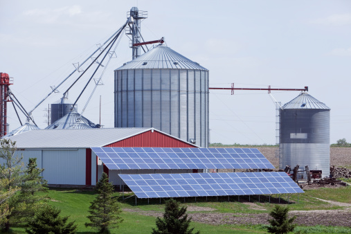 Solar Energy「Modern Farm with Grain Elevator and Solar Panels」:スマホ壁紙(11)