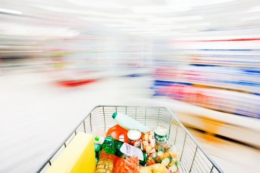 Aisle「Blurred, ghostlike supermarket aisles with racing, filled shopping cart」:スマホ壁紙(10)