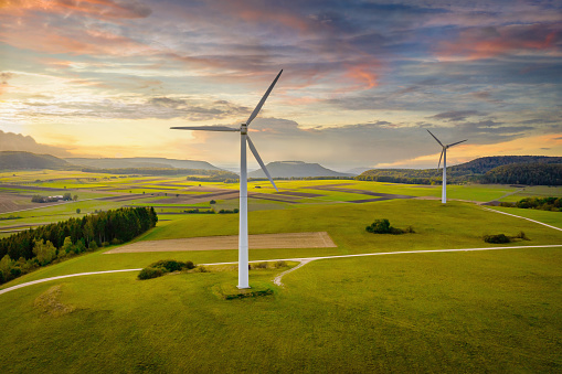 Propeller「Alternative Energy Wind Turbine Green Landscape at Sunset」:スマホ壁紙(2)