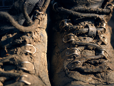 Lace - Fastener「pair of wet muddy outdoor hiking boots」:スマホ壁紙(5)