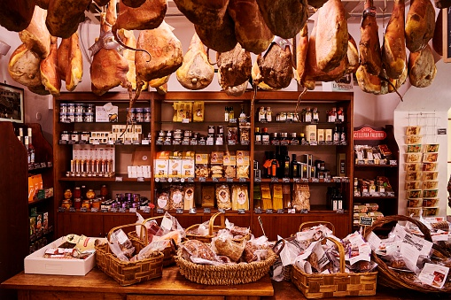 Butcher's Shop「Food Shop in Chianti, Tuscany, Italy」:スマホ壁紙(9)
