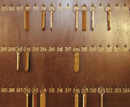 Number「Room keys hanging on numbered hooks」:スマホ壁紙(6)