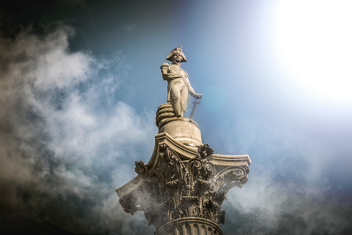 Male Likeness「Nelson's column in the clouds」:スマホ壁紙(17)