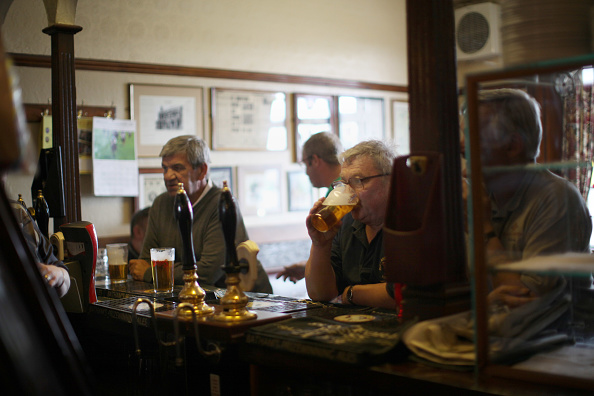 Pub Food「Regulars Enjoy A Traditional Black Country Pub」:写真・画像(3)[壁紙.com]