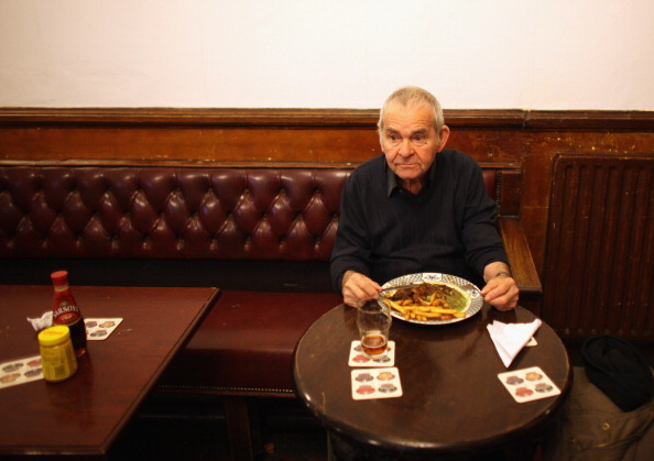 Pub Food「Regulars Enjoy A Traditional Black Country Pub」:写真・画像(14)[壁紙.com]
