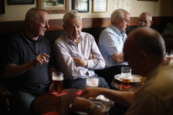 Pub Food「Regulars Enjoy A Traditional Black Country Pub」:写真・画像(5)[壁紙.com]
