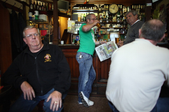 Pub Food「Regulars Enjoy A Traditional Black Country Pub」:写真・画像(17)[壁紙.com]
