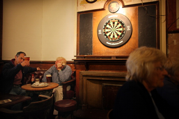 Pub Food「Regulars Enjoy A Traditional Black Country Pub」:写真・画像(10)[壁紙.com]