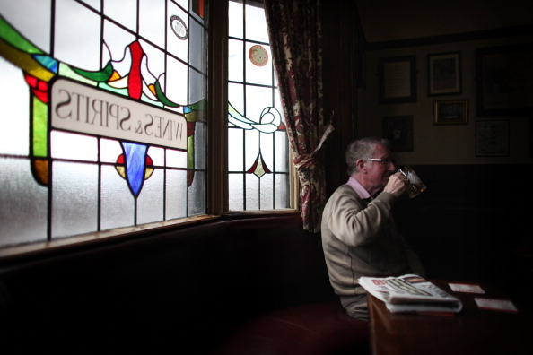 Pub Food「Regulars Enjoy A Traditional Black Country Pub」:写真・画像(15)[壁紙.com]