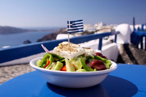 Greek Food「Greek salad served by the water in Santorini, Greece」:スマホ壁紙(2)