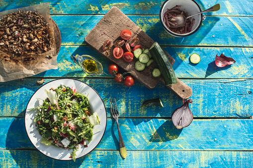 Arugula「Greek salad with arugula, cheece, olives, tomatoes, cucumber, onion and caramelized nuts」:スマホ壁紙(12)