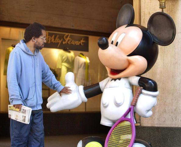 ミッキーマウス「Chicago Hosts Celebrity Mickey Mouse Statues」:写真・画像(1)[壁紙.com]