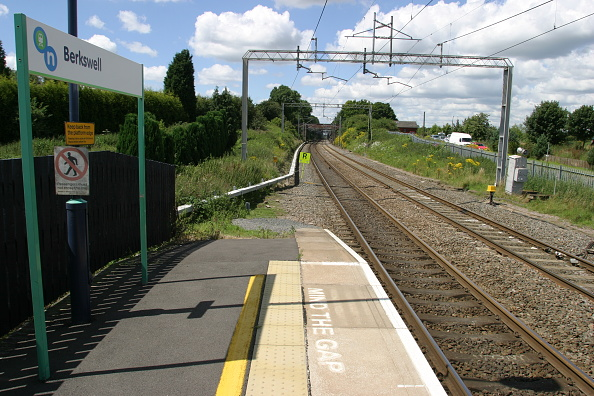 Finance and Economy「Platform end view at Berkswell station」:写真・画像(7)[壁紙.com]
