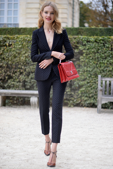 Suit「Christian Dior : Street Style - Paris Fashion Week Womenswear Spring/Summer 2017」:写真・画像(3)[壁紙.com]