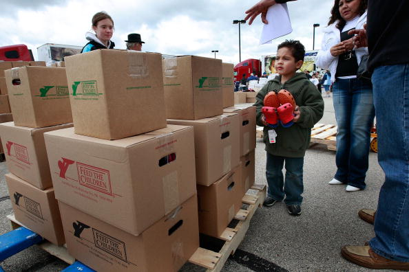 Hungry「Aid Group Delivers Food And Supplies To Families In Need」:写真・画像(19)[壁紙.com]