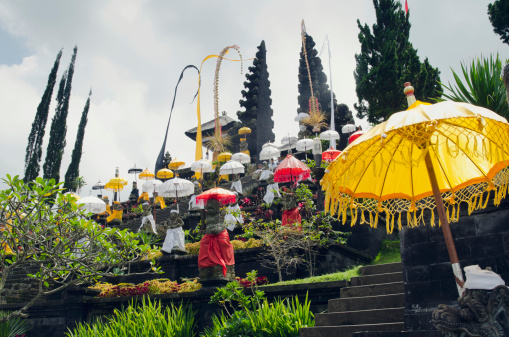 Mt Agung「Mother temple of Besakih decorated with umbrellas」:スマホ壁紙(19)