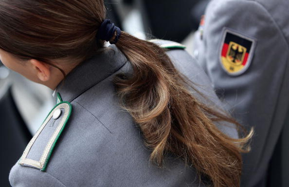Military Uniform「Bundeswehr Celebrates 50th Anniversary」:写真・画像(14)[壁紙.com]