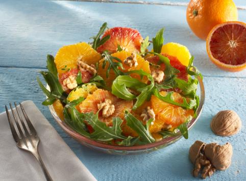 Arugula「Orange and rocket salad in plate garnished with walnut」:スマホ壁紙(15)