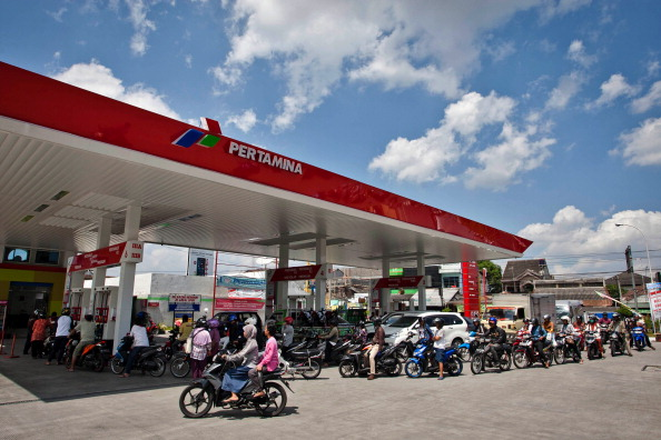 Waiting「Indonesian Government Consider Fuel Price Hike」:写真・画像(0)[壁紙.com]