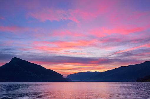 Mountain Range「Lake Geneva in Dramatic Sky at Sunset」:スマホ壁紙(4)