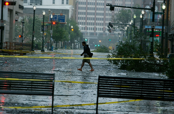Hurricane Ike「Hurricane Ike Makes Landfall On Texas Coast」:写真・画像(15)[壁紙.com]
