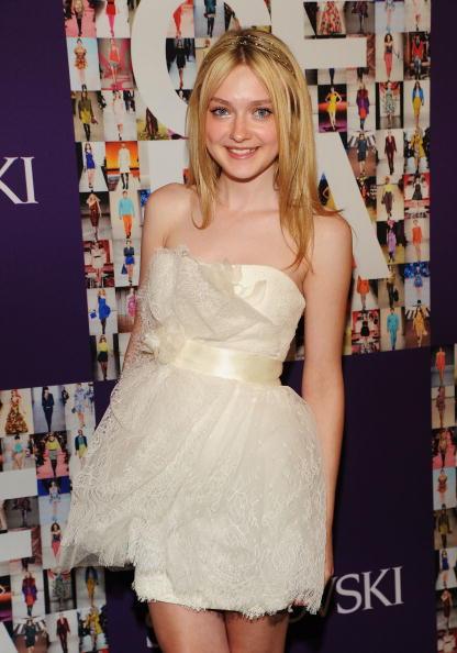 Mini Dress「2010 CFDA Fashion Awards - Winner's Walk」:写真・画像(17)[壁紙.com]