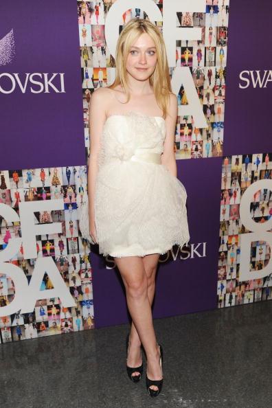 Mini Dress「2010 CFDA Fashion Awards - Winner's Walk」:写真・画像(19)[壁紙.com]
