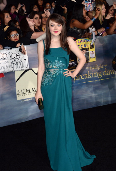 "Gold Purse「Premiere Of Summit Entertainment's ""The Twilight Saga: Breaking Dawn - Part 2"" - Arrivals」:写真・画像(11)[壁紙.com]"