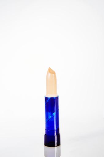 ファッション・コスメ「Tube of concealer stick with blue plastic case」:スマホ壁紙(10)