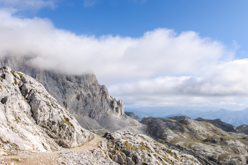Steep「Spain, Cantabria, Picos de Europa National Park, Hiking area Los Urrieles」:スマホ壁紙(0)