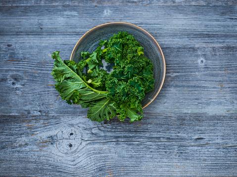 Kale「Kale leaves in bowl」:スマホ壁紙(8)