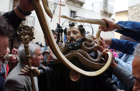 Art Product「Traditional Snake Procession Takes Place In Italy」:写真・画像(10)[壁紙.com]