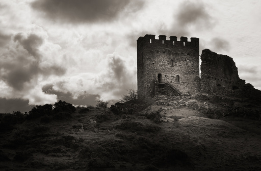 Circa 13th Century「Moody Old Castle Ruin」:スマホ壁紙(16)