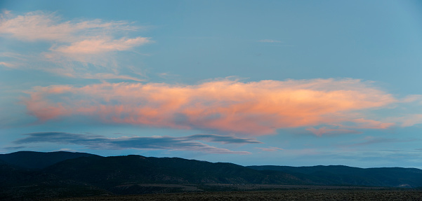 Carson National Forest「Pink cloud over desert hills」:スマホ壁紙(6)