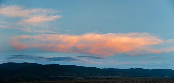 カーソン国有林「Pink cloud over desert hills」:スマホ壁紙(1)