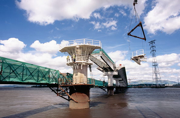 Support「Upper forth bridge at Kincardine Scotland - lifting out a section of formwork support from a pier close to the central span, Upper Forth bridge」:写真・画像(2)[壁紙.com]
