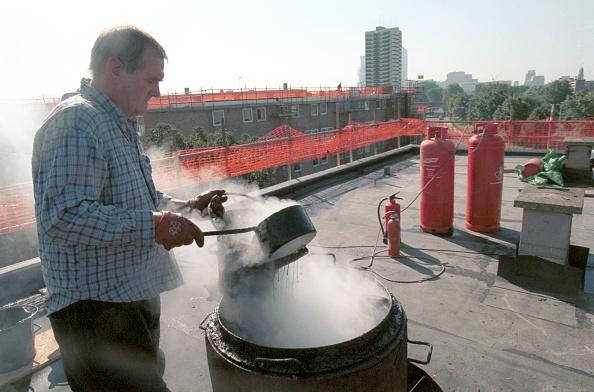 Roofer「Bituminous Roofing Forming a detail - dip or upstand Council estate regeneration」:写真・画像(6)[壁紙.com]