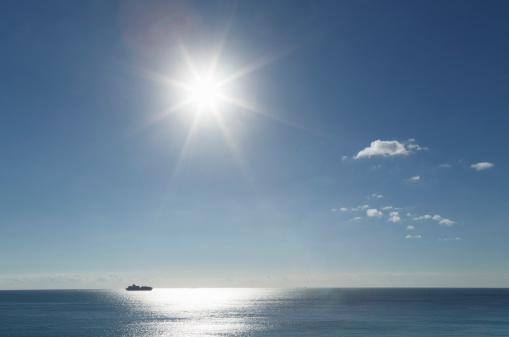 Ship「Cargo ship in ocean under sunshine」:スマホ壁紙(13)