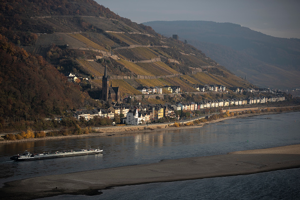 Ship「Ongoing Low Water Levels Hamper Shipping On Rhine River」:写真・画像(17)[壁紙.com]