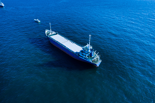 Shipyard「A cargo ship is crossing the ocean.」:スマホ壁紙(13)