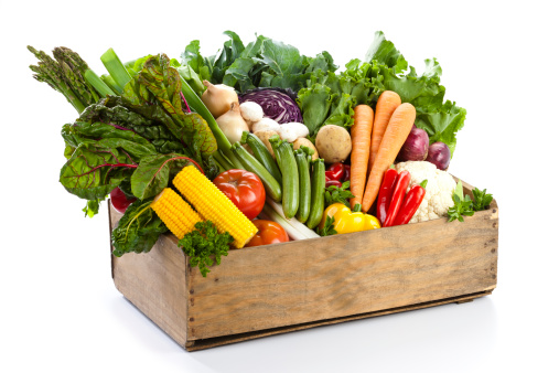 Box - Container「Crate filled with assortment of  organic vegetables on white backdrop」:スマホ壁紙(15)